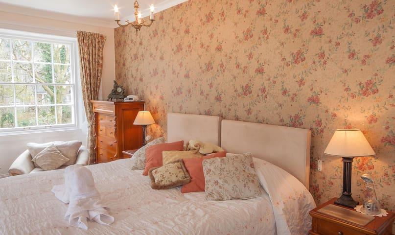 Master Bedroom DB/TW ensuite