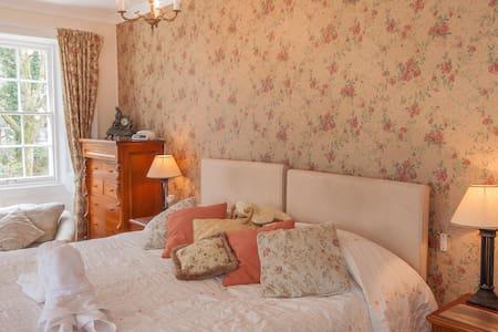 Master Bedroom DB/TW ensuite - Yelverto