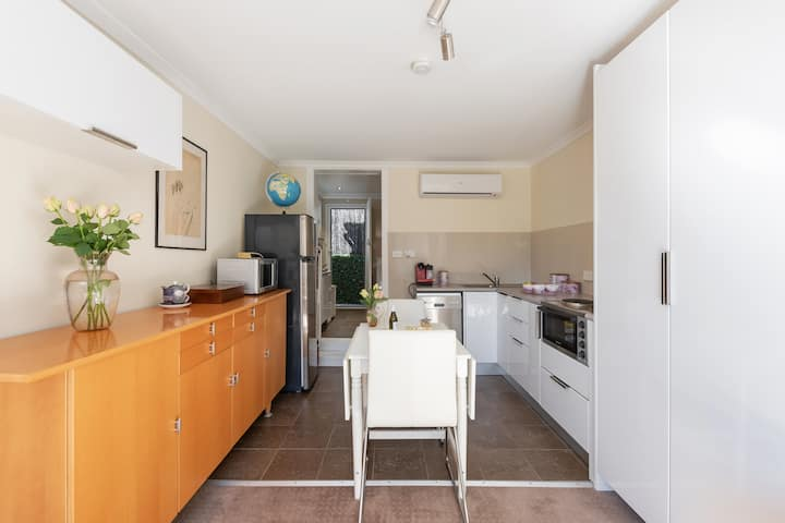 Stylish, close to Airport and St George Hospital