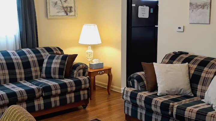Cozy Private bungalow in Convenient Location.