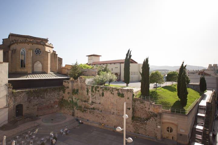 Apartament centric amb terrassa - Manresa - Apartemen