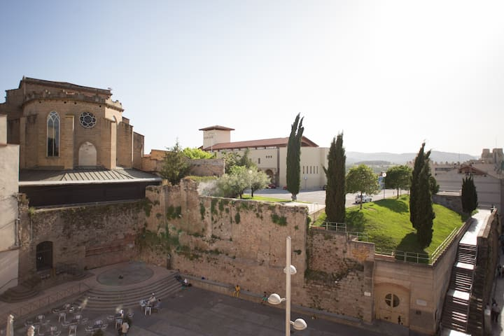 Apartament centric amb terrassa - Manresa - Lägenhet