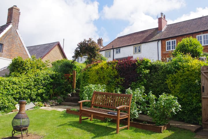 Hen's Cottage, 5 The Chantry, Bromham, Wilts