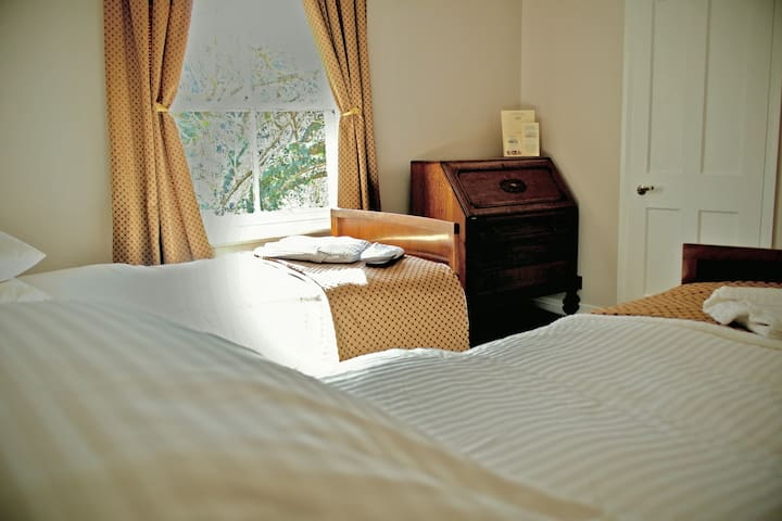 Vintage Lodging Bed & Breakfast in Kew Gardens - Richmond - Bed & Breakfast