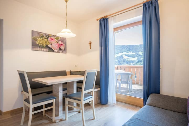 Cozy Apartment Schneeglöckchen with Mountain View, Wi-Fi, Sauna, Terrace & Balcony; Parking Available