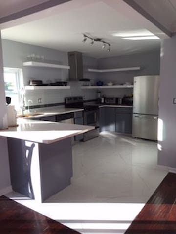 Luxury Renovated Modern Home available immediately - Jupiter - Dům
