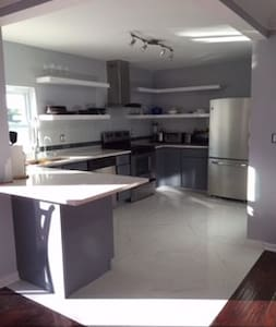 Luxury Renovated Modern Home available immediately - Jupiter