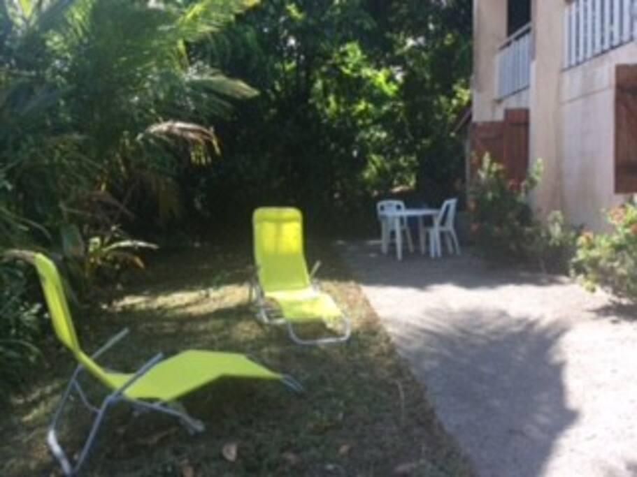 Espace jardin devant l'appartement