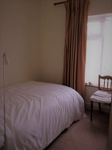 Comfortable single bedroom near Tralee town center