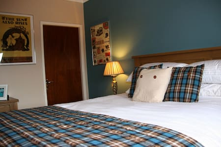 Mere Cottage B & B, Hemingway Room - Alsager - Bed & Breakfast