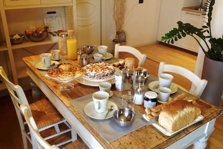 Day by Day Bed and Breakfas - Iseo - Bed & Breakfast