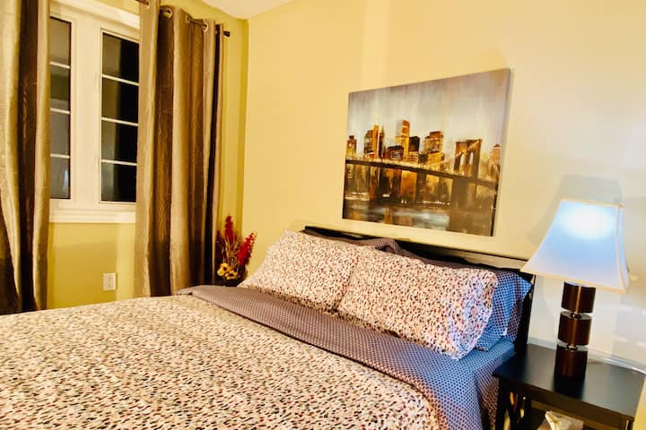 Airbnb in southend Barrie with wifi & Netflix