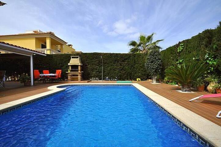 Villa for 8 people in Puig de Ros