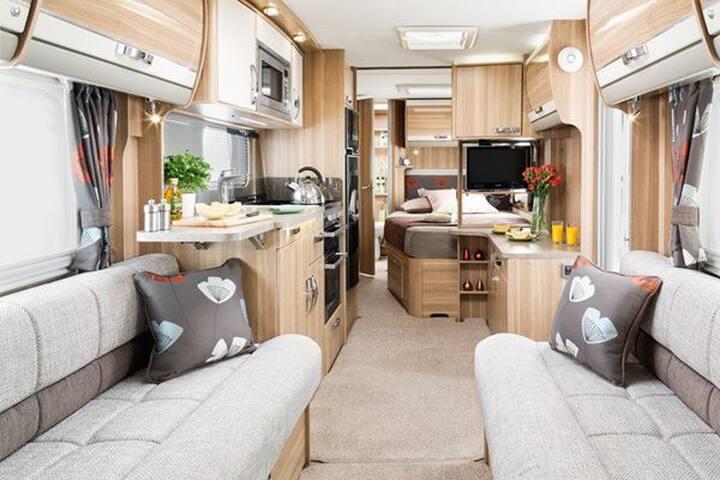 Large Luxury 4 Berth Caravan in Fenland Hamlet