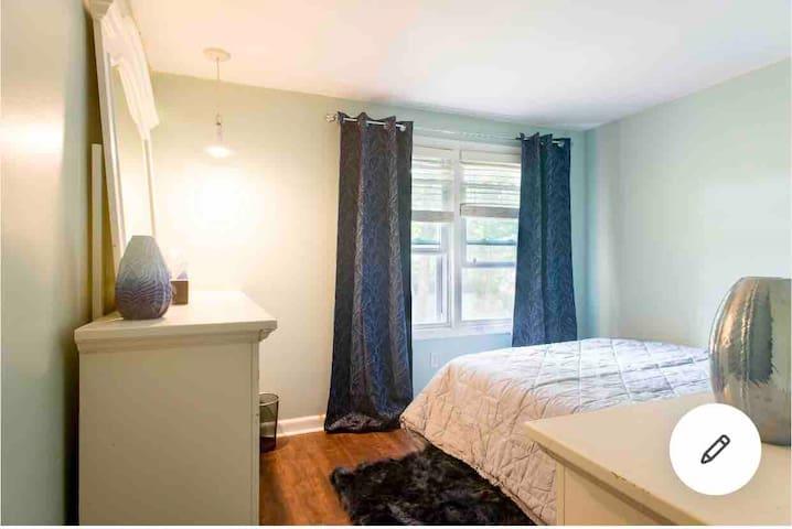 Comfy room close to Bentley/ highways in N.Waltham