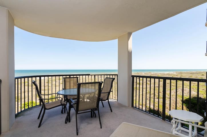 Almost Paradise-Fantastic views from this ocean front end unit condo!