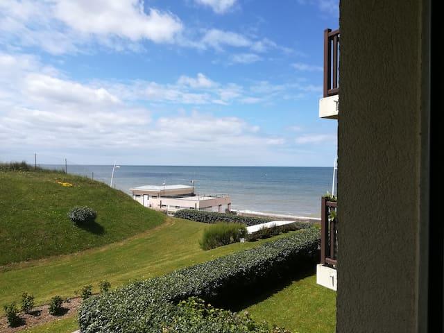 Studio cosy vue mer avec accès direct à la plage