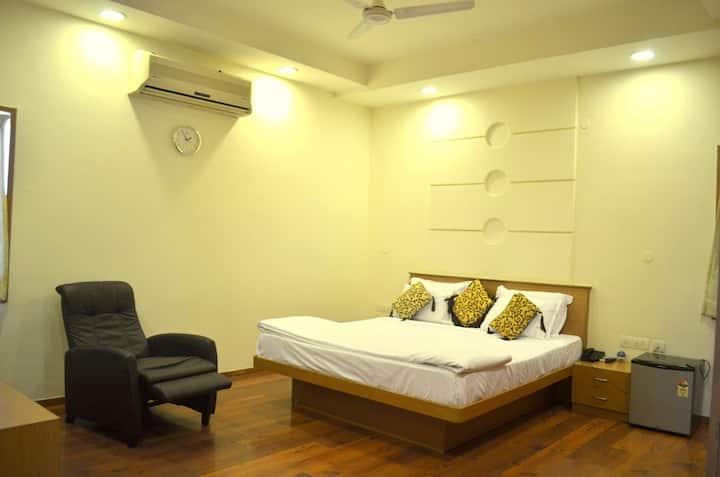 Premium SGL Room In Madhapur