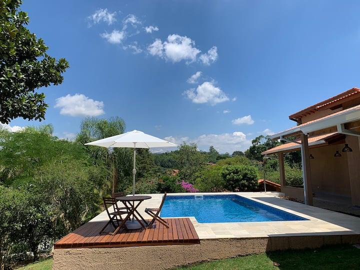 Bela Chácara, piscina aquecida e lindo por do Sol
