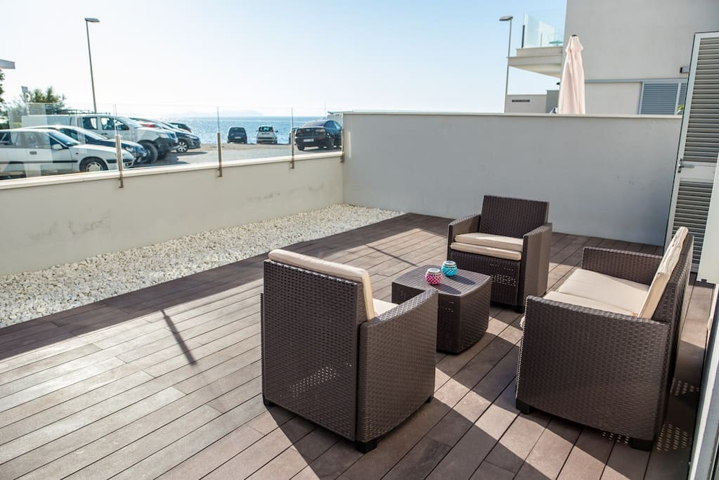 40m2 terrace with sun all afternoon + seaview + sunset visible
