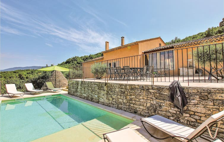 Holiday cottage with 4 bedrooms on 150m² in Saignon