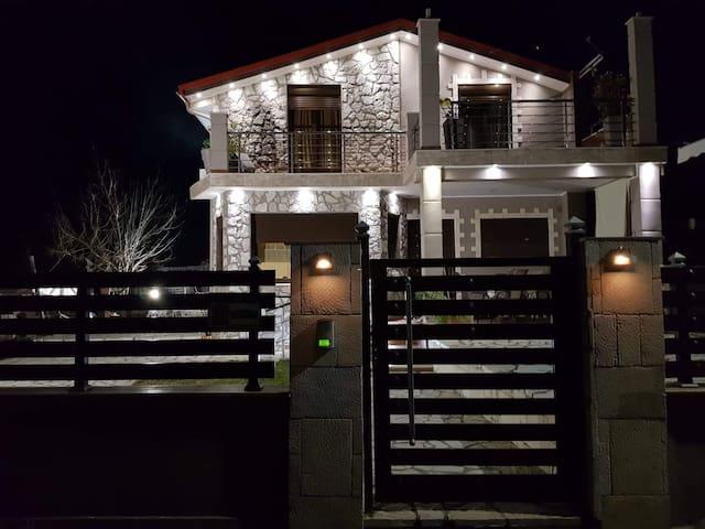 Akis House