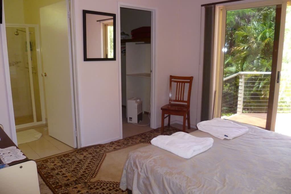 Spacious double room with ensuite and private entrance