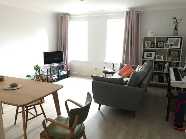 Lovely room in modern flat - 5 min walk to SECC