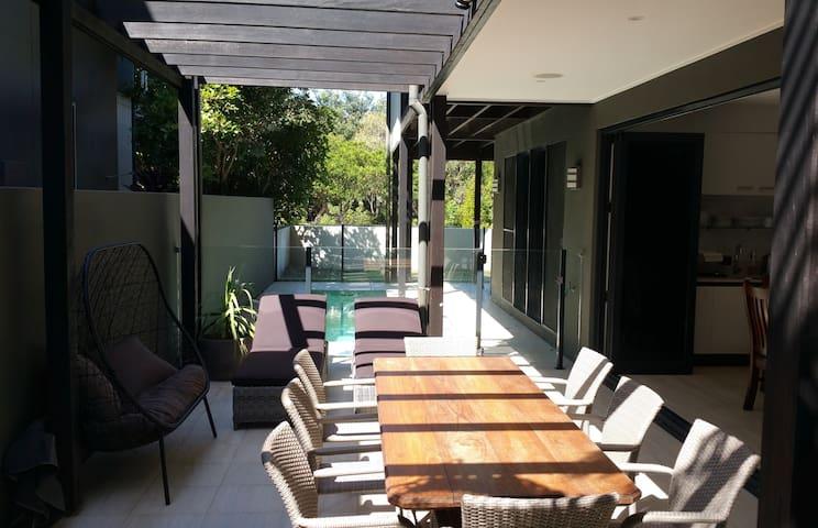 Blackcomb Beach House Paradise - Casuarina - Guesthouse