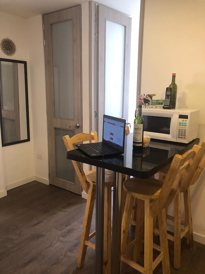 Private Studio safe & secure, 10 mins from airport