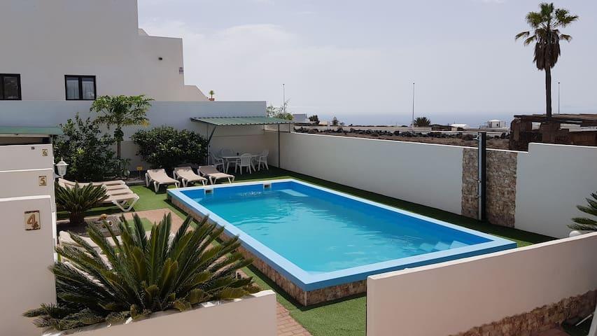 Villa Roja 2, Quiet, Small & Central Resort, 2018