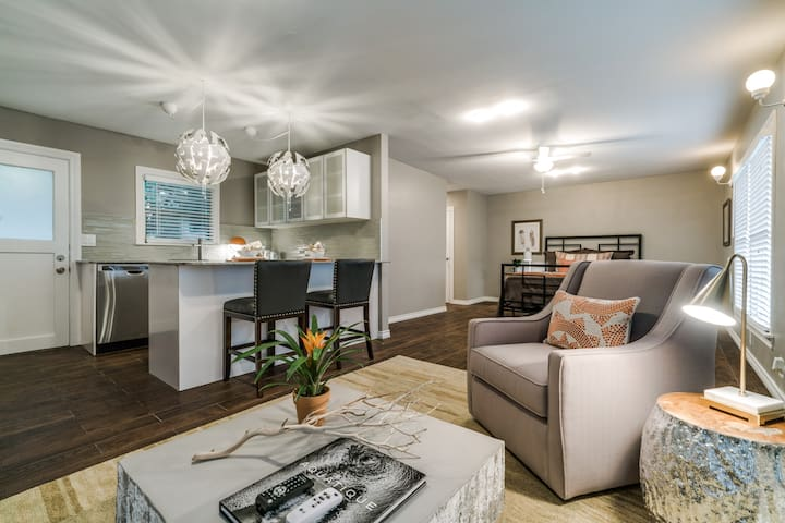 Newly Remodeled Garage Apt in University Park - Dallas - Apartment