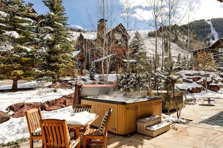 Luxury Aspen Highlands Ski-In Home. Private Hot Tub, Ritz Carlton Pool Privileges, 2 Living Rooms