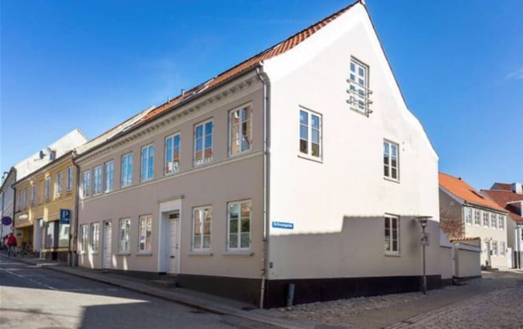 Charming townhouse in down town Randers - Randers - Casa