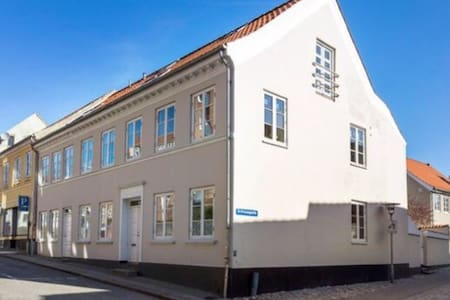 Charming townhouse in down town Randers - Randers - Ev