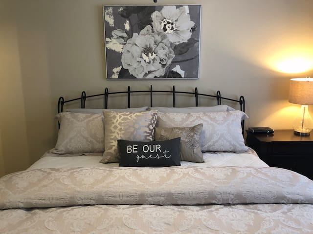 Be Our Guest-Casita Linda-  Minutes to I-40