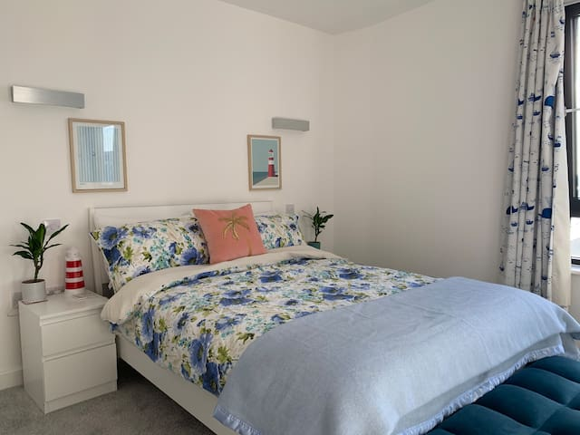 Stunning en-suite room 100m from Ocean Village