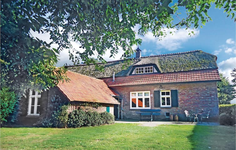 Holiday cottage with 4 bedrooms on 160 m² in Asten