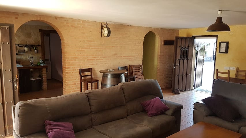 Casa rural , piscina, chimenea, barbacoa y leña .
