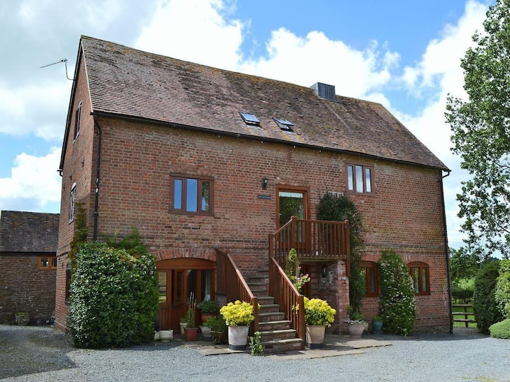 The Oast House - apartment set within 135 acres