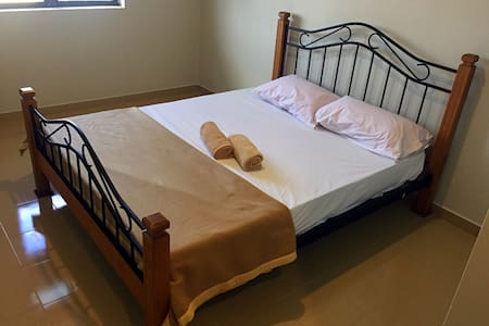 Lunas Homestay Double Deluxe Room - Maison