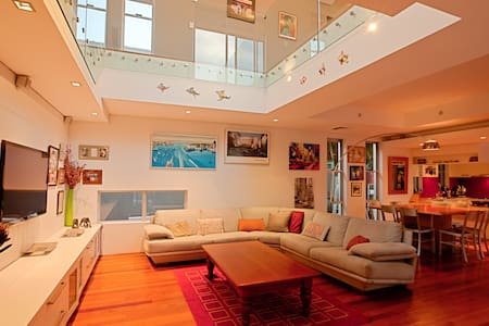Stunning Beach House with pool - Collaroy