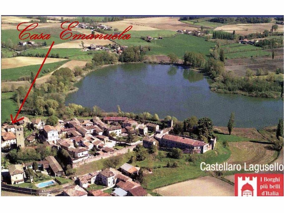 Vista aerea Castellaro Lagusello e Casa Emanuela