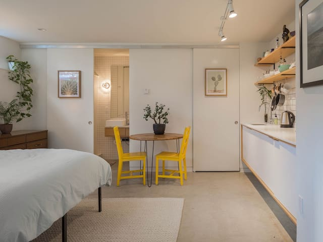 Cozy Modern Suite in Walkable Neighborhood