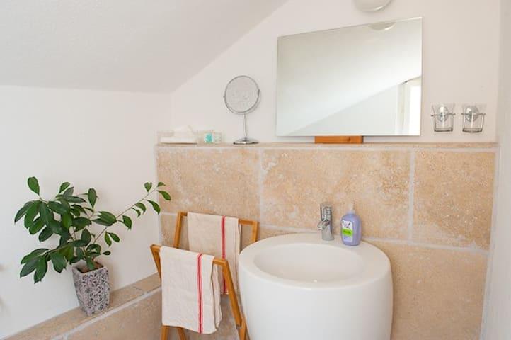 WC und Dusche sind getrennt voneinender