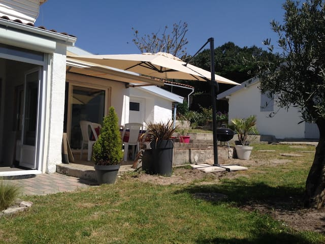 Maison de vacances rénovée à 350m de la plage - Lacanau - House