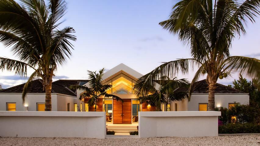 Beach Enclave North Shore Villa 5 – 4BR Beachfront
