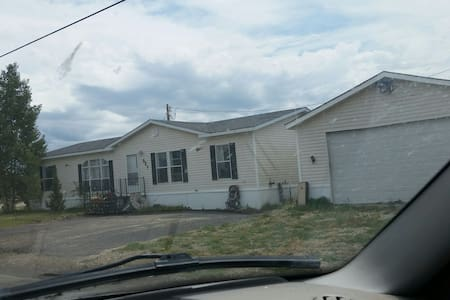 3 bed house with pool table! - Walden