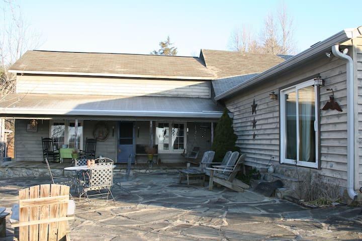 Farm House 25 min. From Merle Fest! - Lenoir - บ้าน
