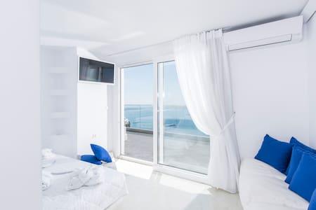ilias Monadikos Suite